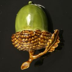 ♔ Bottles & Boxes ♔ perfume, snuff & decorative containers - Georgian Tortoiseshell Snuff Box in shape of an acorn