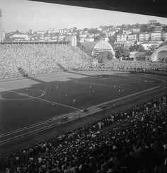 1953. Estádio do Pacaembu, São Paulo. (Foto: Alice Brill, Acervo: Instituto Moreira Salles - IMS)