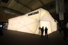 Pop up shop pop up store retail design retail display samsung pop-u Exhibition Stand Design, Exhibition Display, Exhibition Stall, Marketing Expérientiel, Experiential Marketing, Display Design, Store Design, Tienda Pop-up, Stand Feria