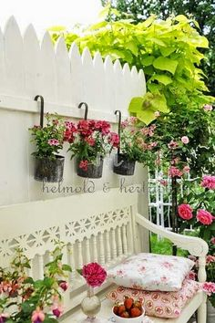 Nice privacy panel for a cottage garden. Stockade fence painted white and loaded with vines and pots and fronted with a bench. - All For Garden Dream Garden, Garden Art, Garden Cottage, Garden Villa, Garden Oasis, Easy Garden, Balcony Garden, Herb Garden, Stockade Fence