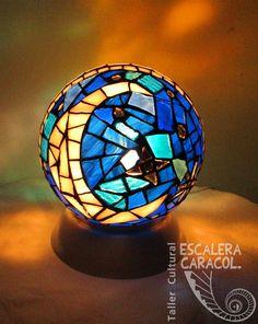 Lámpara realizada por Anita Garcia Toledo http://tallerescaleracaracol.com/artes-del-fuego/mosaico/lamparas/