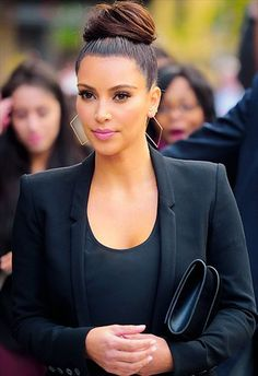 Discovered by Kim Kardashian. Find images and videos about black, celebrity and kim kardashian on We Heart It - the app to get lost in what you love. Kim Kardashian Peinado, Looks Kim Kardashian, Estilo Kardashian, Kardashian Style, Kardashian Jenner, Kim Kardashian Hairstyles, Kardashian Fashion, Kim Kardashian Ponytail, Kardashian Family