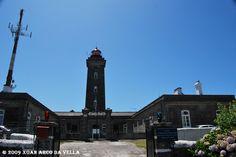 FAROL DE MONTEDOR_PORTUGAL . Situado no lugar de Montedor, perto de Viana do Castelo, Portugal. É o farol mais setentrional de Portugal. Figurava entre os seis faróis que o Marqués de Pombal mandou construí junto com o de Cabo de San Vicente, Berlenga, Cabo de Santa María e Cabo Mondego. Finalizado em 1910, entrou en funcionamiento a 20 de março desse ano. O farol tem un alcance nominal nocturno de 22 millas náuticas.