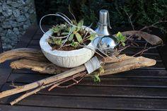 Schwemmholz mit einer Betonschale zum bepflanzen! Natürlich dekoriert mit einer Edelstahlkugel! Preis 24,90€