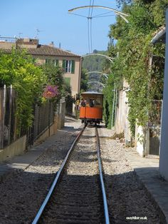 A tramway ride on a no frills island tour in Mallorca