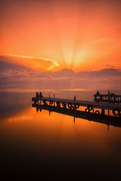 https://flic.kr/p/tEvSxA   Sunset lights   Just another sunset in L'albufera (Valencia), where every day is different.