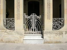 Arte Liberty in Italia. Ci troviamo a Paglie in regione Puglia, vieni a scoprire ville Liberty in città