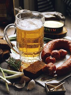 Beer and sausages are usually winter treats. Whatever the time of the year, the taste is always so good! As well as the GIFs. Show us your winter dish of preference with a GIF  Breezegram! www.3dwiggle.com