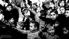 Desde pequeño se les enseñaba a los niños a seguir las pautas de la dictadura franquista
