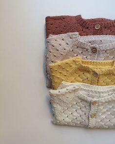 Baby Knitting Patterns Cardigan Annas Summer Cardigan Also needs good knitting in winter ☝ Recipe for www. Baby Knitting Patterns, Knitting Kits, Knitting For Kids, Knitting Projects, Baby Cardigan, Summer Cardigan, Baby Vest, Cardigan Pattern, Baby Baby