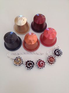 Every day, millions of people shop for jewelry. Jewelry is popular among all age groups and genders. Though many people buy jewelry, Recycled Jewelry, Diy Jewelry, Handmade Jewelry, Jewelry Making, Jewellery, Diy Arts And Crafts, Diy Craft Projects, Dosette Nespresso, Baby Schmuck