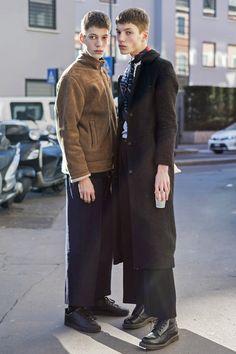 先日閉幕したミラノ メンズ2017-18年秋冬コレクションから、キュートなイケメンモデルの私服をフィーチャー。アンドロジナスな雰囲気の双子モデルや、キレイめカジュアル派など、あなたが気になるスタイルはどれ?