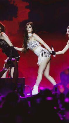 Kim Jennie, South Korean Girls, Korean Girl Groups, Beautiful Asian Girls, Beautiful People, Blackpink Fashion, Fashion Outfits, Idole, Blackpink Photos