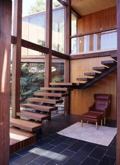 escalier-tournant-marches-bois-limon-central-acier