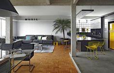 """O arquiteto Diogo Oliva queria todos os ambientes de seu apartamento integrados, porque acredita na importância de expor as verdades da casa. """"Cozinha não deve ser escondida. Existe sujeira, existe louça suja. Faz parte"""", diz"""