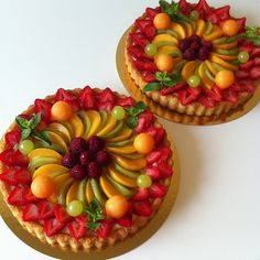 By Éphémeride seasonal calender Fresh Fruit Cake, Fruit Tart, Pastry Recipes, Dessert Recipes, Kreative Desserts, Cupcake Cakes, Cupcakes, Cheese Tarts, French Pastries