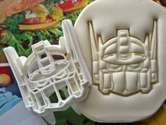 Hey, I found this really awesome Etsy listing at https://www.etsy.com/uk/listing/213112454/transformers-optimus-prime-cookie-cutter