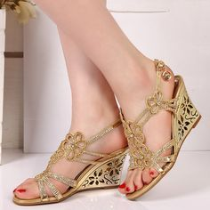 Stunning summer/spring sandals! Bridal Shoes Wedges, Bridal Sandals, Zapatos Shoes, Shoes Sandals, Comfy Shoes, Cute Shoes, Flower Shoes, Beautiful Sandals, Dream Shoes