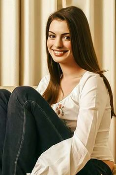 What Fans Should Know About Anne Hathaway - Celebrities Female Actriz Anne Hathaway, Anne Hathaway Style, Old Actress, American Actress, Emily Foxler, Anne Hattaway, Beautiful Brown Eyes, British Academy Film Awards, Catherine Zeta Jones