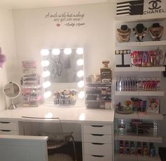 A smile is the best makeup any girl can wear! This makeup station from @lusciouschilosa is truly a delight!  #vanityinspo #marilynmonroe  Featured: #ImpressionsVanityGlowXL  IKEA tabletop & Alex drawers