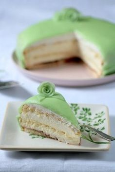 It's all about green today! Isn't this princess torte lovely, and quite the perfect dessert for St. Irish Recipes, Sweet Recipes, Cake Recipes, Dessert Recipes, Dessert Healthy, Food Cakes, Cupcake Cakes, Cupcakes, Princess Torte