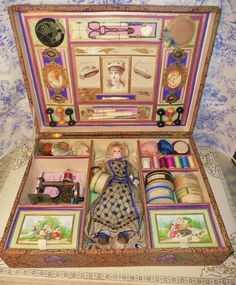 ~~~ Wonderful French Sewing Arrangement in original Presentation Box ~~~