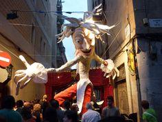 (Barcelona)La capital de Cataluña es una de las más interesantes en materia de eventos culturales. Hay para todos los gustos y durante todo el año. Aproveche su estadía y disfrute de algunas de estas fiestas populares. Festa Major de Gràcia.Una de las fiestas más interesantes de Barcelona. A mediados de agosto los habitantes de Gràcia …