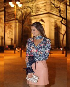 WEBSTA @ arianecanovas - { Friday } Look @lovlity para loja @closetdamay Camisa deusa floral com saia de couro rosê!  • #lookdanoite #closetdamayviaja #blogtrendalert