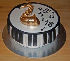 Saxaphone piano cake. #music #cakes #saxaphone #musiccakes http://www.pinterest.com/TheHitman14/music-cakes-food-%2B/