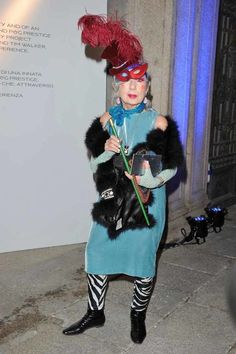 """Anna Piaggi at the P&G """"The Scent of the Future"""" cocktail party in Milan. Anna Piaggi, Isabella Blow, Magazine Vogue, Fierce Women, Anna Dello Russo, Advanced Style, Fashion Editor, Timeless Beauty, Hats For Women"""