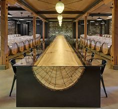 Winery with a very long log table, designed by John H .- Bodega con larguísima mesa de un tronco, diseñada por John Houshmand. Winery with a very long log table, designed by John Houshmand. Into The Woods, Deco Design, Wood Design, Rustic Design, Design Art, Log Furniture, Furniture Design, Unique Furniture, Hall Winery