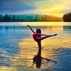Find images and videos about water, dance and ballet on We Heart It - the app to get lost in what you love. Dance Picture Poses, Dance Photo Shoot, Dance Poses, Dance Pictures, Ballet Pictures, Dance Photography Poses, Gymnastics Poses, Rhythmic Gymnastics, Yoga Dance