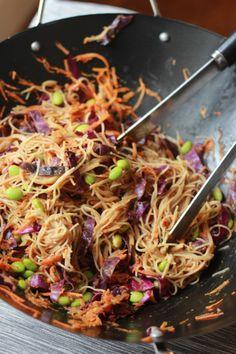 Stir Fried Veggie Pad Thai With Peanut Sauce | thetexitarian