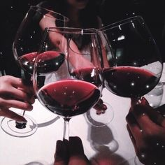 Ideas for party dinner red wines Grunge, Burgundy Aesthetic, Alcohol Aesthetic, Coffee Candle, Red Party, Coffee And Books, Aesthetic Vintage, Looks Style, Dark Red