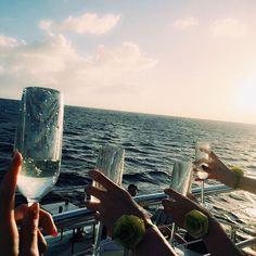 【kiichamu0313】さんのInstagramをピンしています。 《今年もあと2日❤️❤️ . . . 2月のグアムpic 女4人旅👯👯 毎年海外行きたいな👙🌴🐠 そして海外行くと体調がすこぶるわるい。 来年はお祓いしてから行くことにする😂 もっと#女子旅 したいなー!!! . . #グアム #guam #夕日 #see #summer #ナイトクルーズ #cruiser #写真 #海外旅行 #夏#海 #写真 #カメラ女子 #ゴープロのある生活 #ゴープロ #gopro #friends #love #bff #girl #goprohero5 #l4l #likeforlike #like4like #instafood #写真好きな人と繋がりたい #gn》