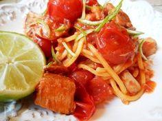 ほんのり適度な脂ののったかんぱちはトマトともよくあいます。そんなかんぱちとトマトをライムの香りをきかせてパスタと和えました。ライムの皮も加わりさわやかな香りの夏向きパスタです。