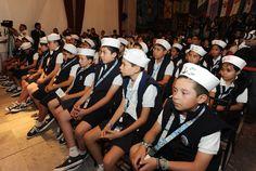 El gobernador Javier Duarte de Ochoa se reunió con los ganadores del concurso de pintura El Niño y la Mar, a quienes aseguró que los niños son el mejor motivo para transformar a Veracruz.