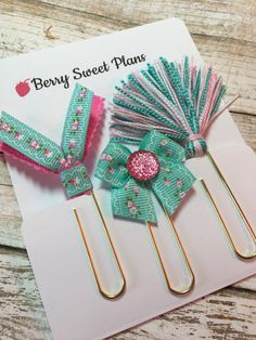 Mint Floral - Set of 3 Planner Clips / Bookmarks, Planner Accessories, TN Accessories Paper Clips Diy, Paper Clip Art, Diy Paper, Paper Crafts, Paperclip Crafts, Paperclip Bookmarks, Ribbon Bookmarks, How To Make Bookmarks, Book Markers