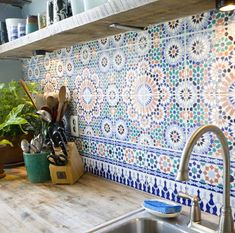 I've always wanted a big, Spanish-style kitchen, and this backsplash is perfect for it! :) If/when I get the opportunity to build my dream home, I definitely want something like room design home design house design Deco Design, Küchen Design, Design Case, House Design, Design Ideas, Tile Design, Design Bathroom, Design Kitchen, Attic Design