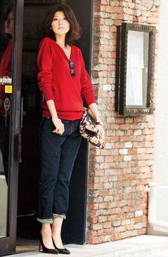 ダークカラーやベーシックカラーを着る傾向にある秋冬だからこそ、華やかな「赤色」を取り入れて女性らしいコーディネートを楽しみたい♡