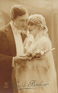 Wedding postcard, c. late 1910s. www.fashion.net
