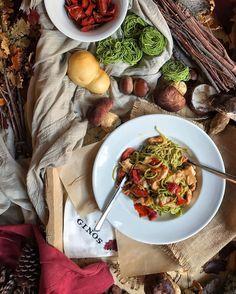Autumn Pasta Os he dejado en el blog una pista para disfrutar del otoño y las joyas de la temporada en @ginosristorante. Estos #LinguineVerdiForestali me han llegado al corazón pero los #LunetteAlTartufoeFunghi o la #PizzaTartufoFunghi os pueden dejar boquiabiertos. Más info en el link de mi bio #SaboreaElOtoño