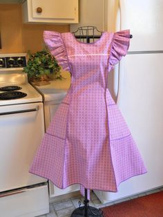 Old Fashioned Pinafore Full Apron in Pink