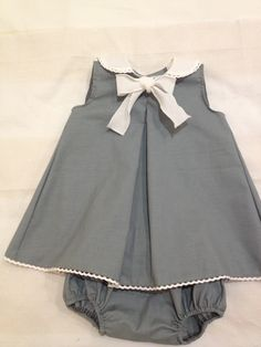 Simple elegance.  I love the grey and white!  www.petite-plume.com #simpleelegance #petite-plume