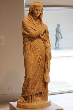 Veiled woman, Roman statue (marble), 2nd century AD, (Dallas Museum of Art).