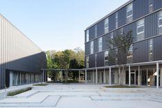 Shohei Junior and Senior High School at sakakura associates High School Seniors, Modernism, Facades, Modern Architecture, Wordpress, Multi Story Building, Education, Landscape, Space