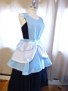 Princess Cinderella Inspired Apron, New Design Disney Princess Aprons, Disney Aprons, Disney Clothes, Disney Outfits, Sewing Ideas, Sewing Crafts, Sewing Projects, Homemade Aprons, Sewing Aprons