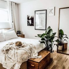 5 Keen Tips AND Tricks: Minimalist Bedroom Bohemian Blankets rustic minimalist home diy.Minimalist Home Interior Dreams minimalist bedroom organization storage.Colorful Minimalist Home Rugs. Apartment Bedroom Decor, Home Bedroom, Apartment Living, Dream Bedroom, Bedroom Inspo, Warm Bedroom, Bedroom Furniture, Bedroom Neutral, Natural Bedroom