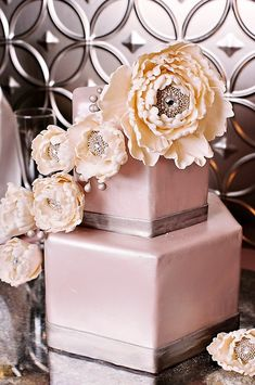 Beautiful cake - love the pearlized finish & the jeweled treatment <3
