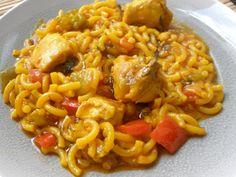 Hasta hoy no había probado la fideuà. Y qué plato más rico!!!!    La he preparado con carne, pollo en concreto, que es lo que tenía e...
